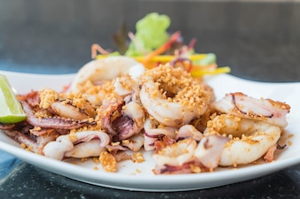 Fried squid with garlic