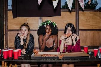 Friends love pizza
