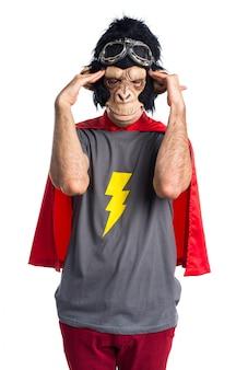 挫折したスーパーヒーローサルの男