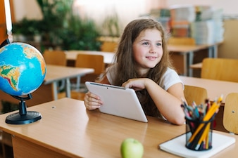 女の子、タブレット、教室