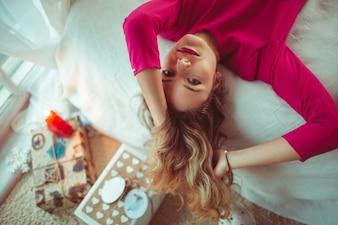 女の子女性美しいモデルカーリー