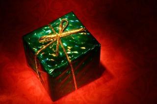 Glowing gift box  somadjinn