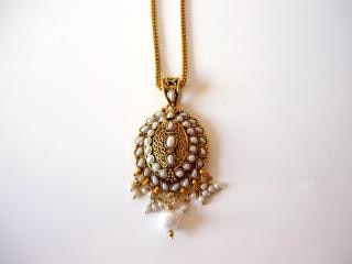 Gold and pearl necklace, gem