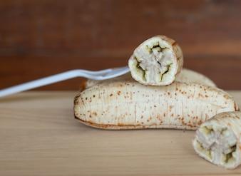 シロップデザートとバナナを作るための焼きバナナ