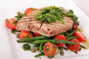 Grilled tuna steak with green beans and cherry tomatoes