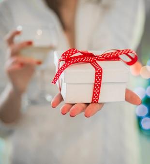 手を贈り物