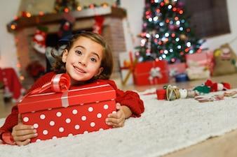 贈り物と幸せな女の子