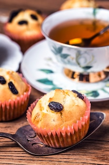 Healthy bran and raisin muffins with chocolate milk,Raisin Muffin