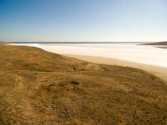 クリヤのKoyashskoeピンクの塩湖