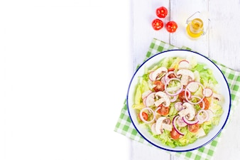 Lettuce salad with tomatoes and mushrooms