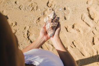 Litle girl holding a seashell