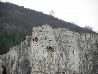 Little house on the rocks, little