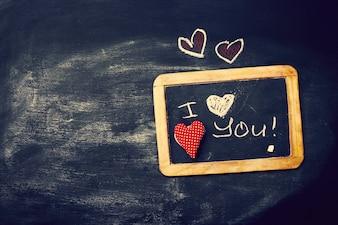 Любовь или День Святого Валентина концепция с Доске и сердца на