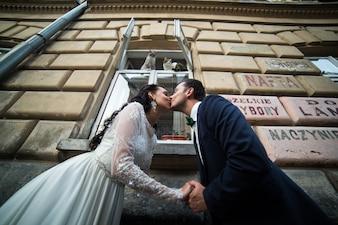 夫婦、キス、通り