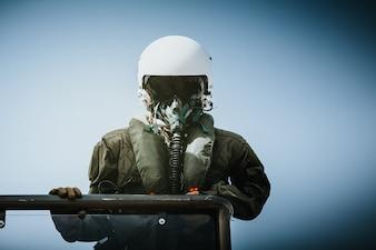 軍のパイロット