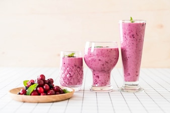 Mixed berries with yogurt smoothies