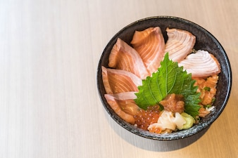 Mixed salmon dongburi set