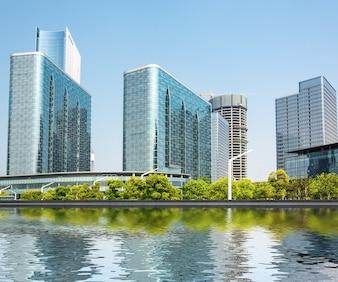 川岸の現代建築