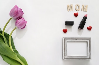Mom lettering, roses, frame and lipstick