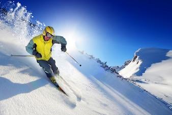 山のスポーツボードの氷の汗