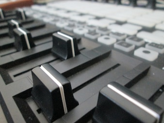 Music controller foreground
