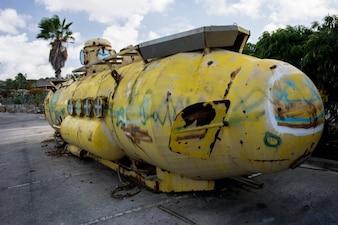 Old yellow submarine