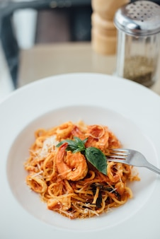 Pasta with prawns and cheese