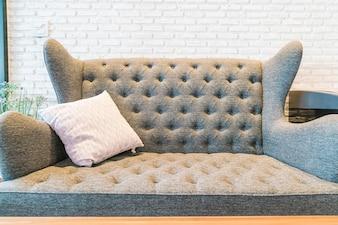 リビングルームのソファの装飾の枕