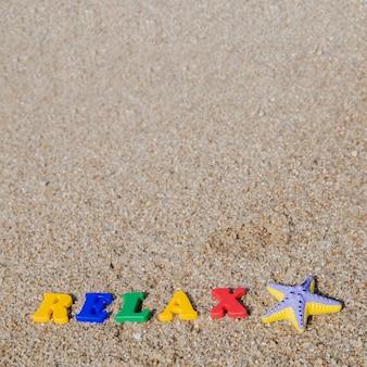 砂の上のプラスチックの言葉