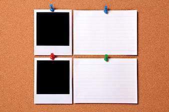 ポラロイド写真のプリントと白のメッセージカード