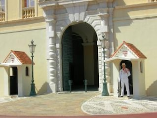 prince s palace of monaco  guarded entry