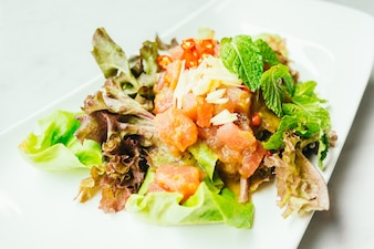 Raw tuna meat salad with spicy sauce