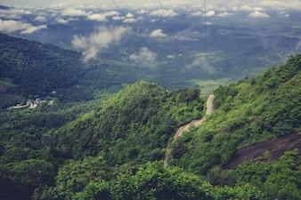 Дорога вниз по склону