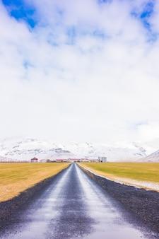 アイスランドの道路、冬季。