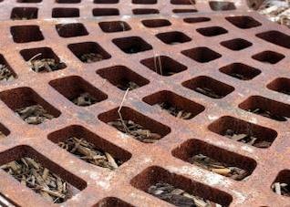 Rusted drain, waterdrain