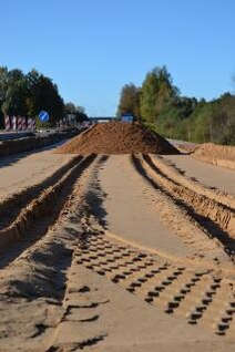 san pile and track