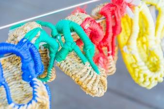手作りのサンダル、韓国、ソウルの南山漢江村でサイザルを使用。