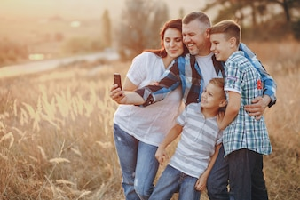 シャツ、背景、電話、太陽、家族