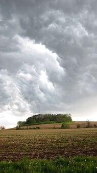 空雷雨雲暗い雲農地嵐