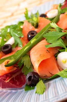Smoked salmon salad with beans