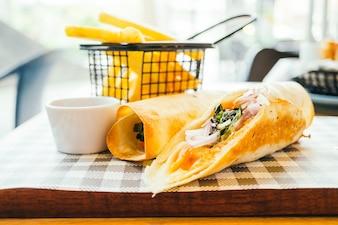 Smoked salmon with vegetable wraps