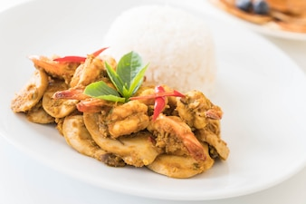 Stir fried shrimp and green curry