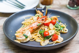 Stir-fried spaghetti seafood