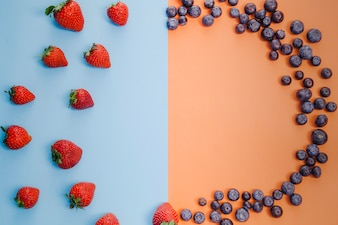 Strawberries and blueberries circle