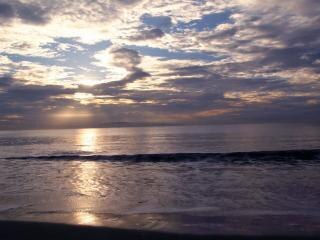 The atmosphere of coastal dunes, waves
