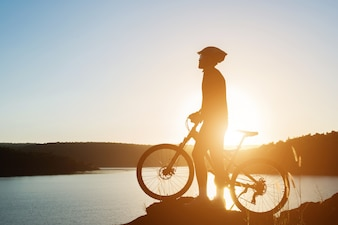 Tour silhouette bicycle up mountainbike