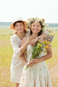 二人の幸せな女性