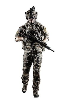 武器を備えた米軍レンジャー