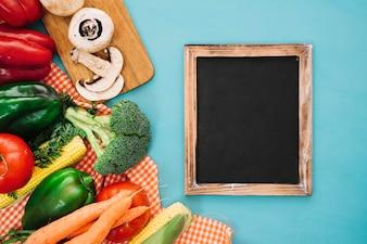 Состав овощей со слайдом справа