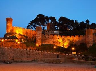 ヴィラヴェッラの城。夜はトサ・デ・マル。スペイン